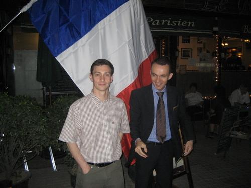 Soirée élections du deuxième tour : devant le Bistrot Parisien