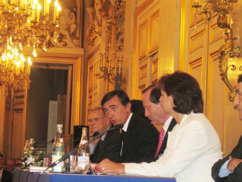 Philippe Douste Blazy Président de l'AFE et le collège des Vice-Présidents