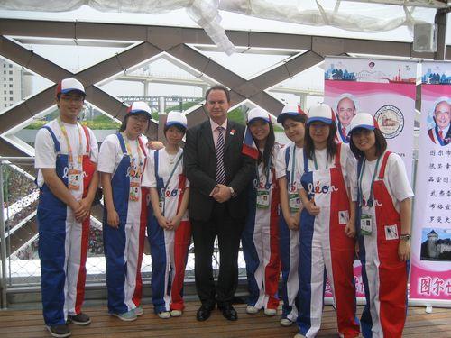 Sur le toit du Pavillon de France à l'expo de Shanghai.